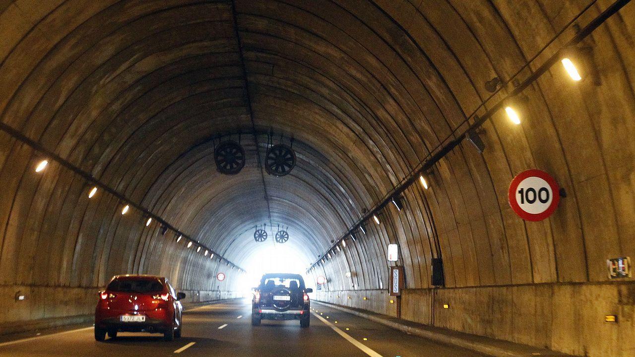 Atasco de 6 kilómetros en A Coruña.La conexión de la vía Ártabra con la N-VI está ya prácticamente terminada.