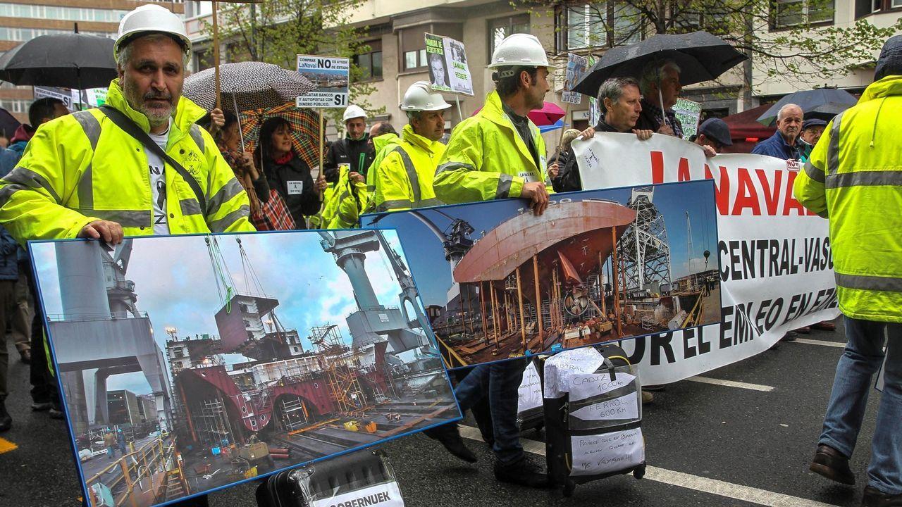 Movilización del naval de Ferrol en demanda de carga de trabajo.Extrabajadores de La Naval de Sestao afectados por el ERE se manifiestan en Bilbao