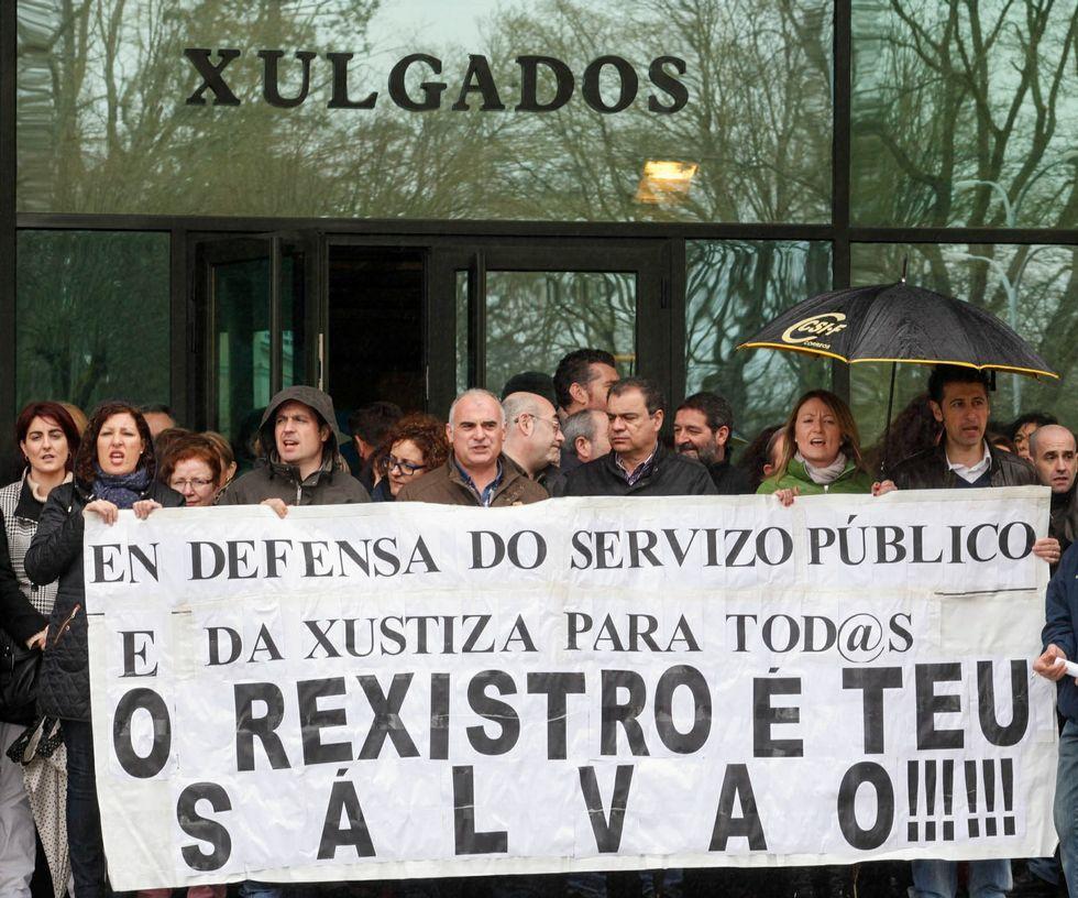 Protesta de funcionarios lucenses en marzo del año pasado.