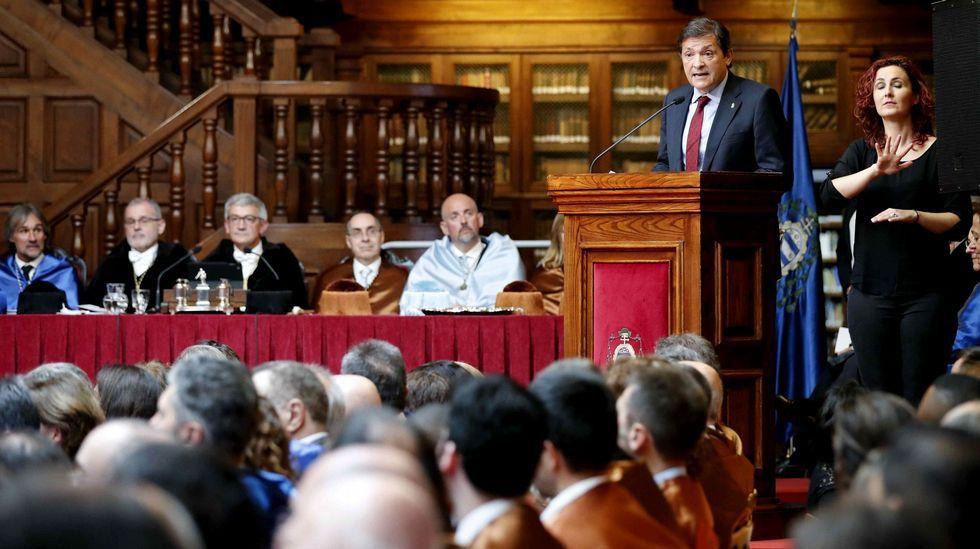 .El presidente del Principado, Javier Fernández, durante su intervención en el acto de apertura del curso de la institución académica
