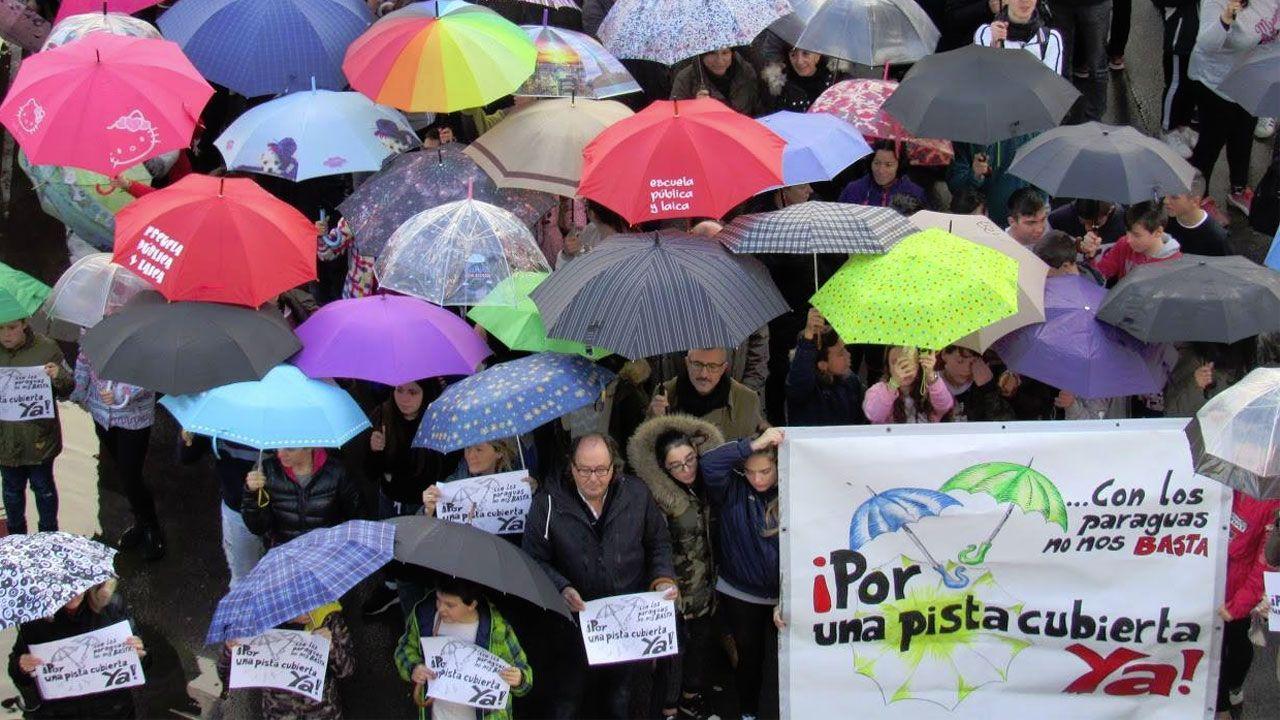 Un momento de la concentración en el IES Rosario de Acuña
