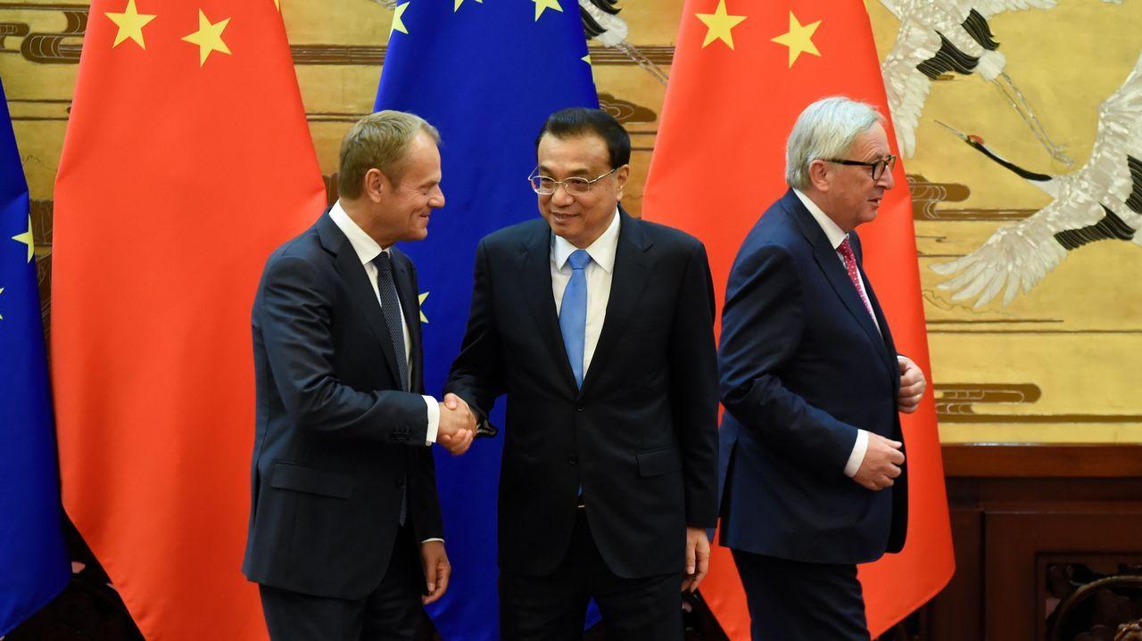 La Comisión Europea aprueba el fin del cambio de hora.El primer ministro chino, Li Keqiang, con los jefes de la UE, Donald Tusk y Jean-Claude Juncker