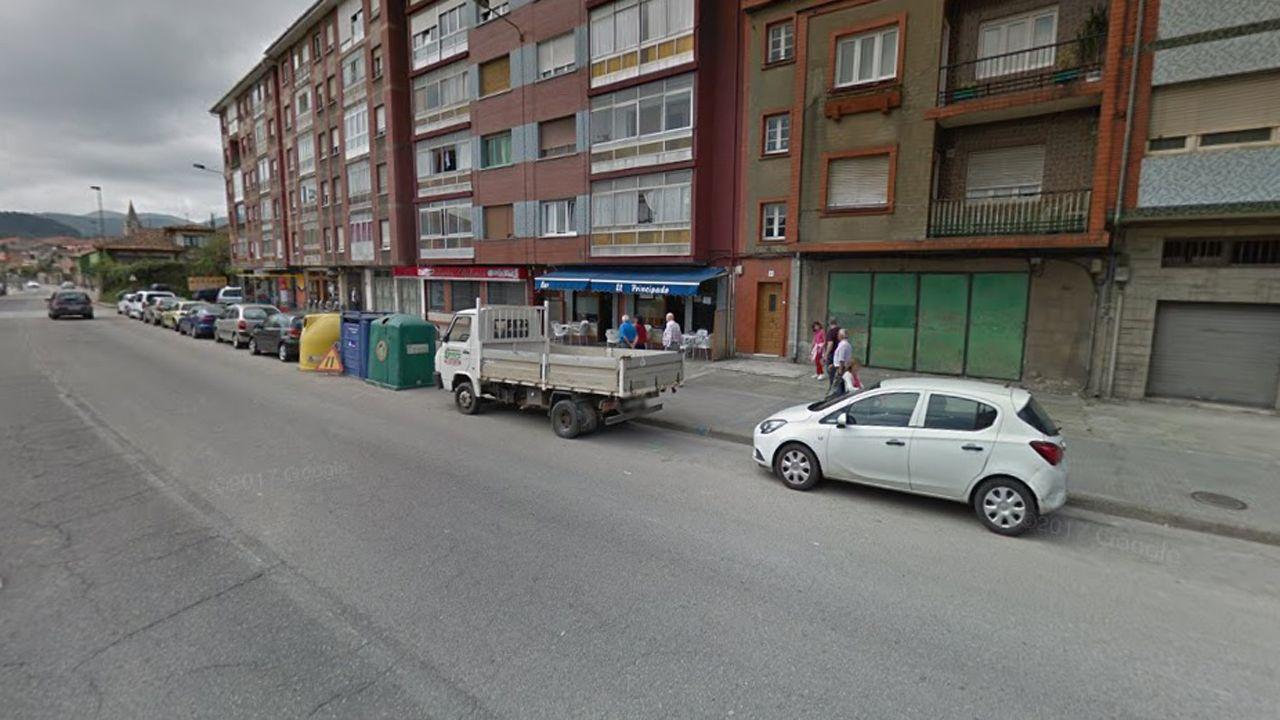 Mariví Monteserín y Luis Noguera.Calle Santa Apolonia (Avilés)