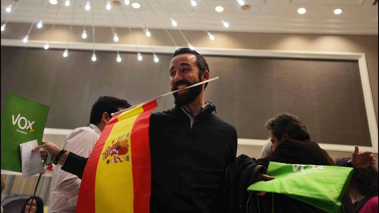 PP, Ciudadanos y Vox, juntos enuna manifestación este domingo en Madrid.Un militante de Vox