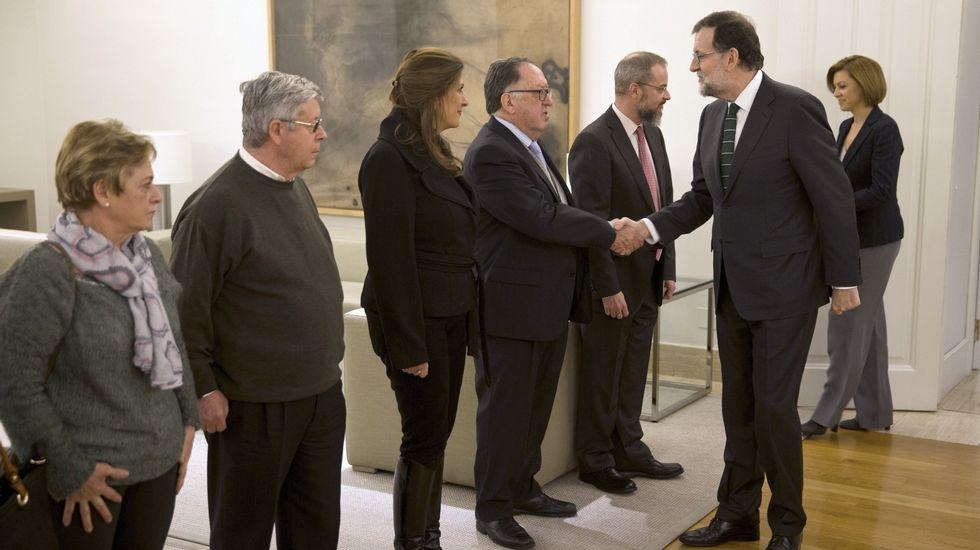 Tenso «rifirrafe» entre Luis Bárcenas y Toni Cantó.Rajoy y Cospedal saludan a los representantes de la Asociación de Víctimas del Yak-42