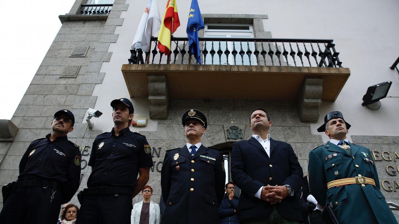 Concentración delante de la Delegación del Gobierno por los incendios forestales en Galicia