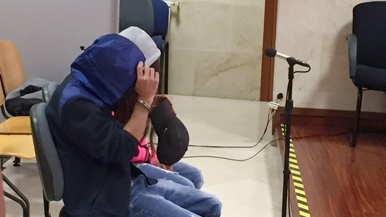Intensifican la búsqueda del joven condenado por asesinato que se fugó de Teixeiro.Un momento de un registro en el operativo policial realizado en Ferrol el pasado día 5 de octubre