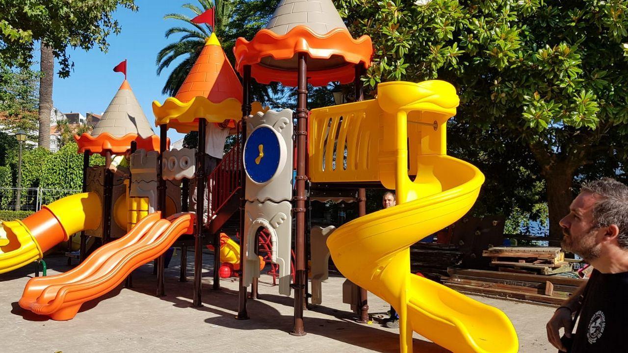 Marinolandia (A Gándara). Ya sea para una hora o para toda la tarde, los niños pueden disfrutar de hinchables, piscinas de bolas, zonas de escalada e incluso de videoconsolas mientras sus padres pueden despreocuparse en la cafetería gracias al equipo de monitores que supervisan todo el parque, situado en A Gándara