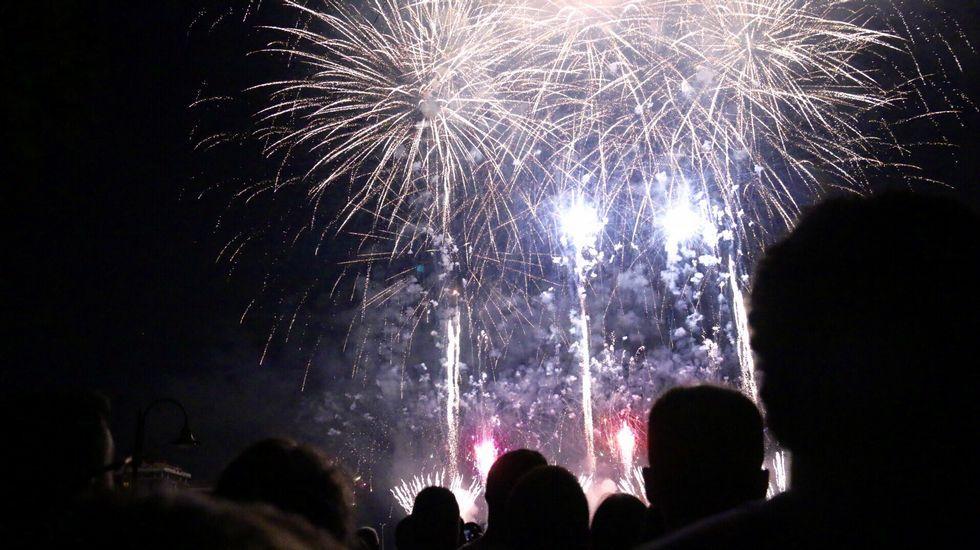 Todas las imágenes de losspectaculares fuegos artificiales en Bouzas