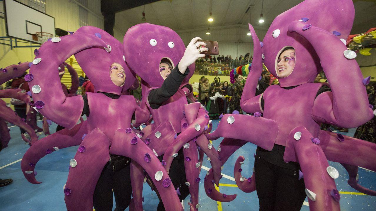 El desfile y concurso de entroido de Dumbría, en imágenes