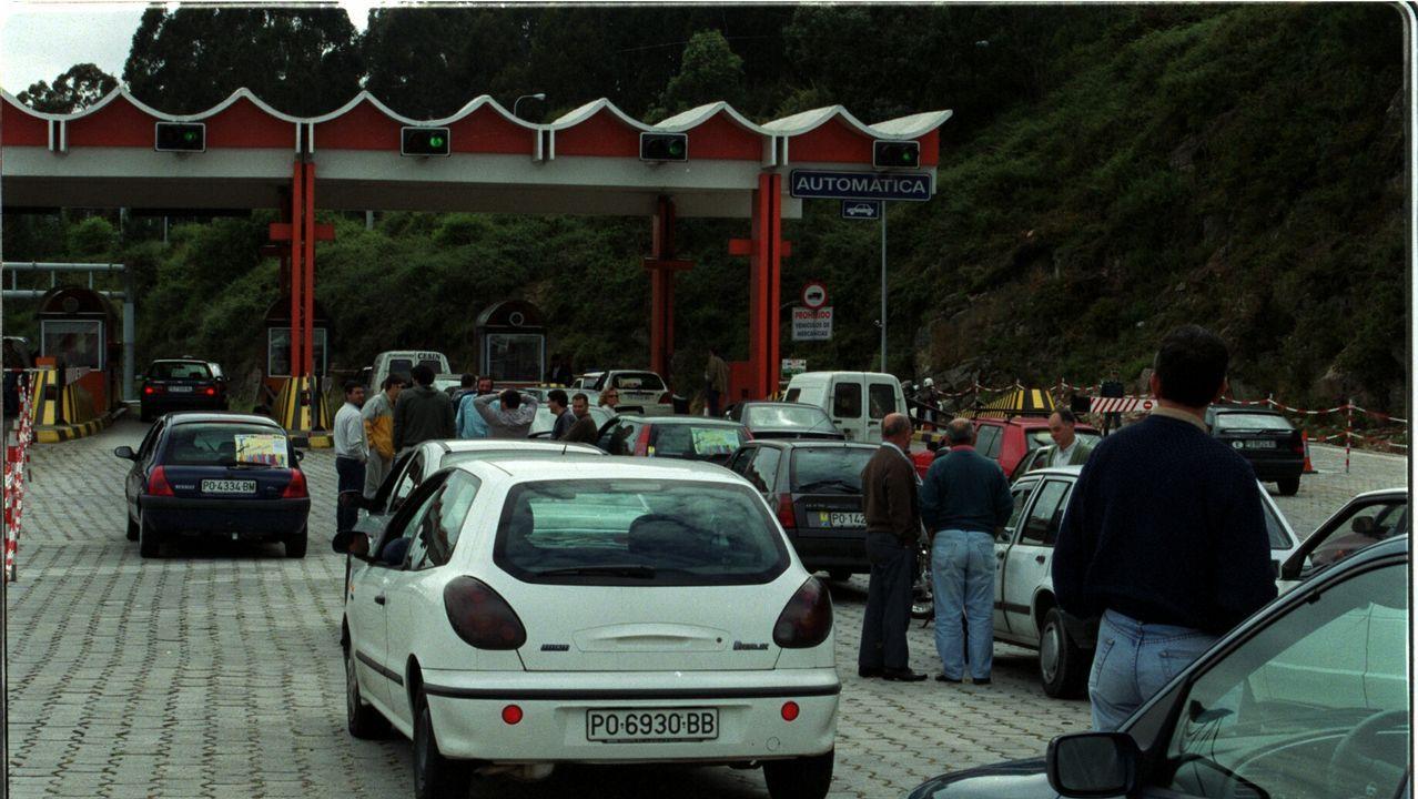 Jesús Calleja interviene para evitar un incendio en la autopista del Huerna.Jesús Calleja