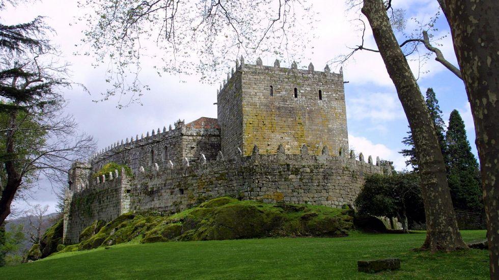 El castillo de Soutomaior, uno de los mejor conservados y conocidos de Galicia cuenta con una historia plagada de misterios. Cuenta con un entorno admirable y unos jardines de ensueño, por los que se dice que aún vaga Pedro Madruga, responsable del esplendor histórico de este castillo.