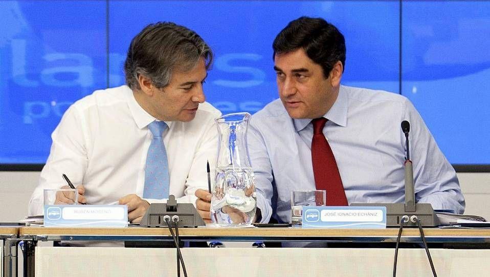 Rubén Moreno (izquierda) en un acto del PP