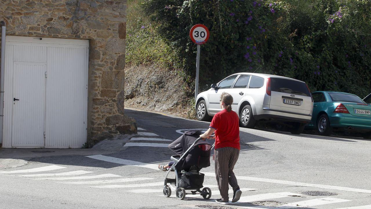 Moal, Pueblo Ejemplar 2018.Un grupo de turistas participa en una visita guiada oficial en Oviedo