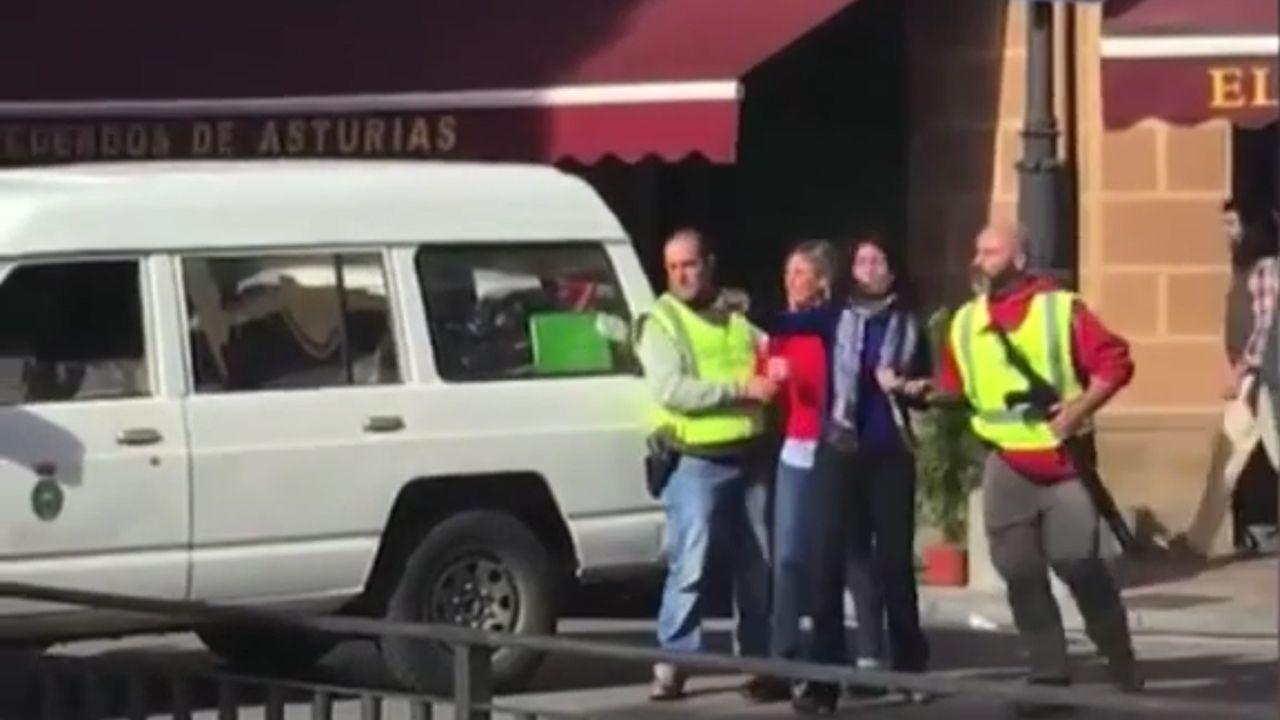 Miembros de Foro Asturias en Cangas de Onís. Celia García es la tercera por la derecha