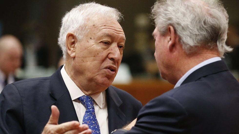 García-Margallo: «Obama me dijo que a ver si formamos Gobierno, que está deseando venir a España».El ministro español de Asuntos Exteriores en funciones, José Manuel García-Margallo, charla con su homólogo luxemburgués, Jean Asselborn