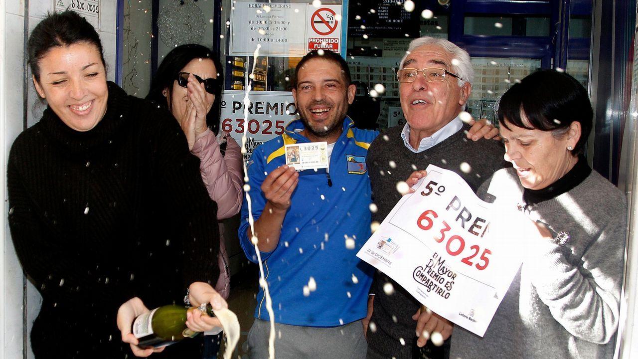La administración de lotería número 2 de El Campello (Alicante), ubicada a escasos metros de la playa, ha vendido 170 series del número 63.025, agraciado con uno de los quintos premios