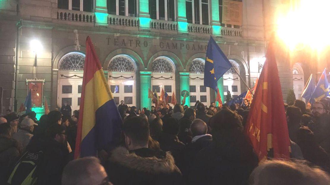 Manifestación a favor de Maduro en Oviedo