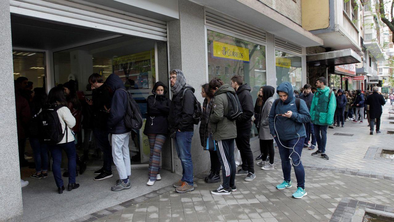 Colas para votar por correo en Madrid en las pasadas generales. Fue el segundo más alto de la historia