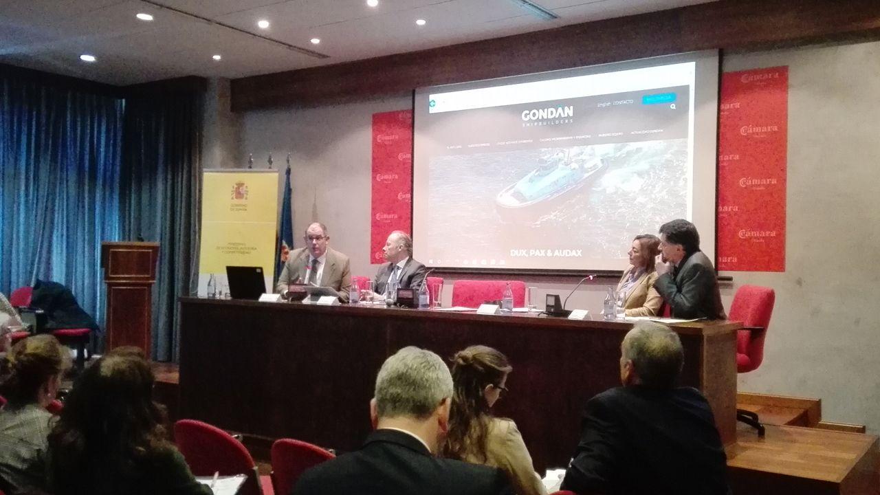 .De izquierda a derecha, los representantes de Astilleros Gondán, Álvaro Platero, Thyssenkrupp, Javier Sesma, Talleres Zitron, Asma Ouazzani, y Javier Parra en la Cámara de Comercio de Oviedo