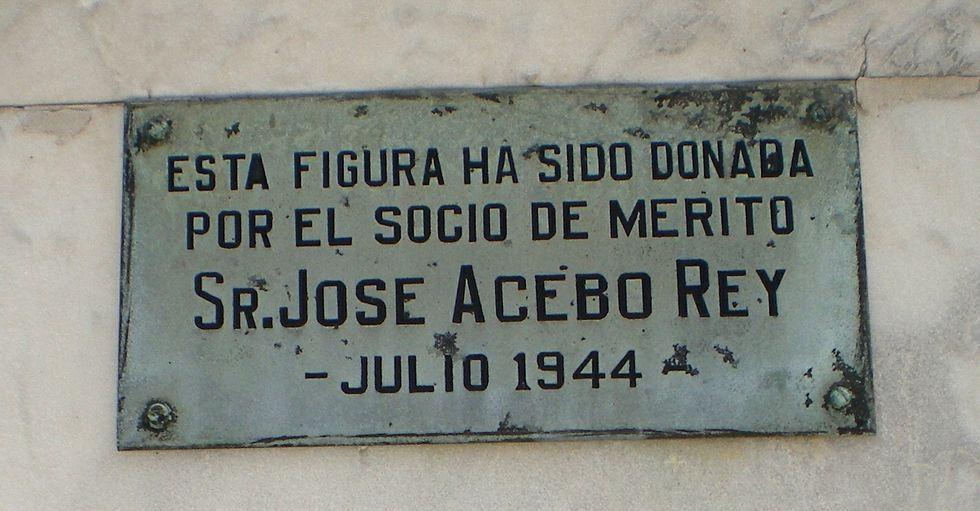 Oro puro para el futuro de Baralla.Panteón de la Sociedad Hijos de Valle de Oro en La Habana
