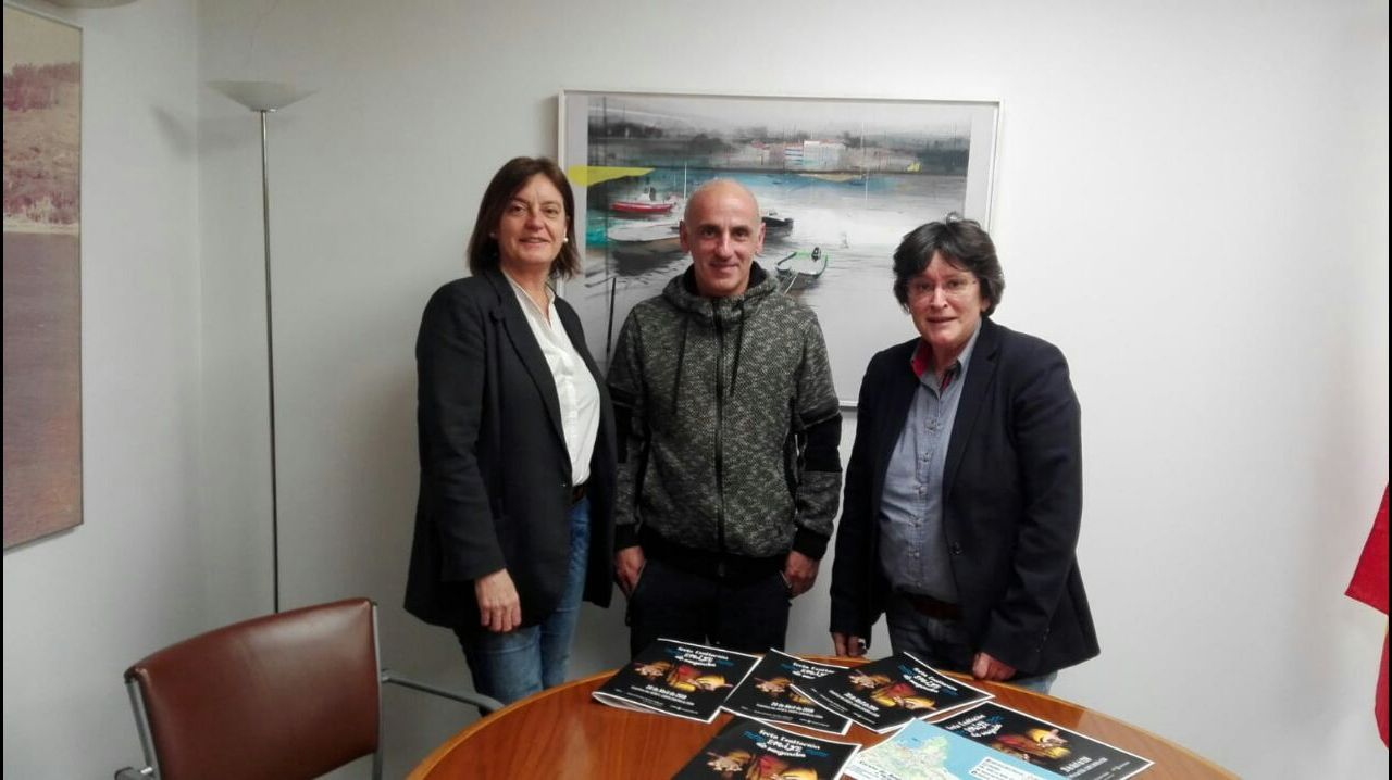 Sánchez arranca desde la Moncloa la campaña para las elecciones del 28 de abril.Un avión en un «finger» del Aeropuerto de Asturias, en medio de la lluvia