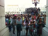 La plaza de María Pita está llena para ver a Mario Casas.