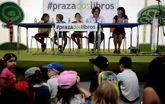 Os nenos que fixeron a lectura dramatizada, Beatriz Fraga e Mar Eirís, na presentación de onte.