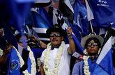 Granjeros de coca seguidores de Evo en el acto que cerró la campaña boliviana.