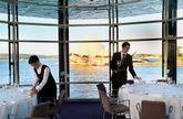 Ubicación privilegiada. Arriba, una de las salas del restaurante «Quay», con vistas al famoso edificio de la Ópera de Sídney. A la izquierda, vista del exterior del restaurante.