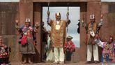 El presidente de Bolivia, Evo Morales, asiste al ritual de investidura como líder indígena en las ruinas precolombinas de Tiahuanaco