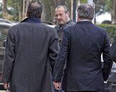 Dorribo mira a su socio Arsenio Méndez (a la derecha).
