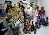 Sus Majestades de Oriente recibieron a los niños en La Voz.