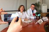 La cardióloga Marisa Crespo y el cirujano cardíaco José  Cuenca, durante la presentación del simposio-celebración.