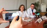 Los doctores Marisa Crespo y José Cuenca, durante la presentación del simposio-celebración.