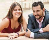 Lara con su pareja Lucas, nieto de lucenses con el que ha montado una empresa de diseño gráfico.