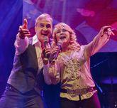 Helena Bianco junto a Alberto Vázquez en el escenario.