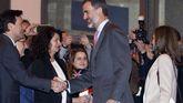 El consejero de Economía y Turismo del Principado, Francisco Blanco, saluda a los Reyes durante la inauguración de Fitur