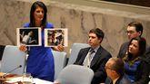 La estadounidense Nikki Haley, con fotos de las víctimas del ataque