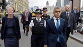 El alcalde de Londres, Sadiq Khan, visita la escena de los ataques junto a la comisaria de la Policía Metropolitana Cressida Dick