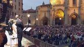 Vista del concierto de Carmina Buraba, en la plaza de la Catedral, desde el escenario
