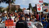 Manifestación antitaurina ante la plaza de El Bibio