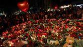Velas y flores en recuerdo a las victimas en las Ramblas.