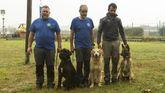 La Unidad Canina de Rescate en su centro de entrenamiento en La Morgal.