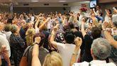 Militantes durante la presentación de la precandidatura de Adrián Barbón en la Casa del Pueblo de Gijón