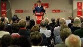 José María Pérez, ante militantes del PSOE de Gijón, en la Casa del Pueblo