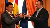 Julio García toma posesión como alcalde de Laviana