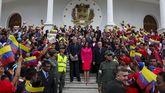 La presidenta de la Asamblea Nacional Constituyente, Delcy Rodríguez, junto a los gobernadores electos, antes de prestar juramento