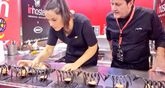 Pepe Ron ultima con ayuda la elaboración del Pepito de ternera Blanco 2017 con el que el restaurante Blanco se ha alzado con el segundo premio del Concurso de Nacional de Pinchos de Valladolid