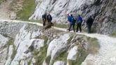 Unos excursionistas intentan tirar a un jabalí en la ruta del Cares